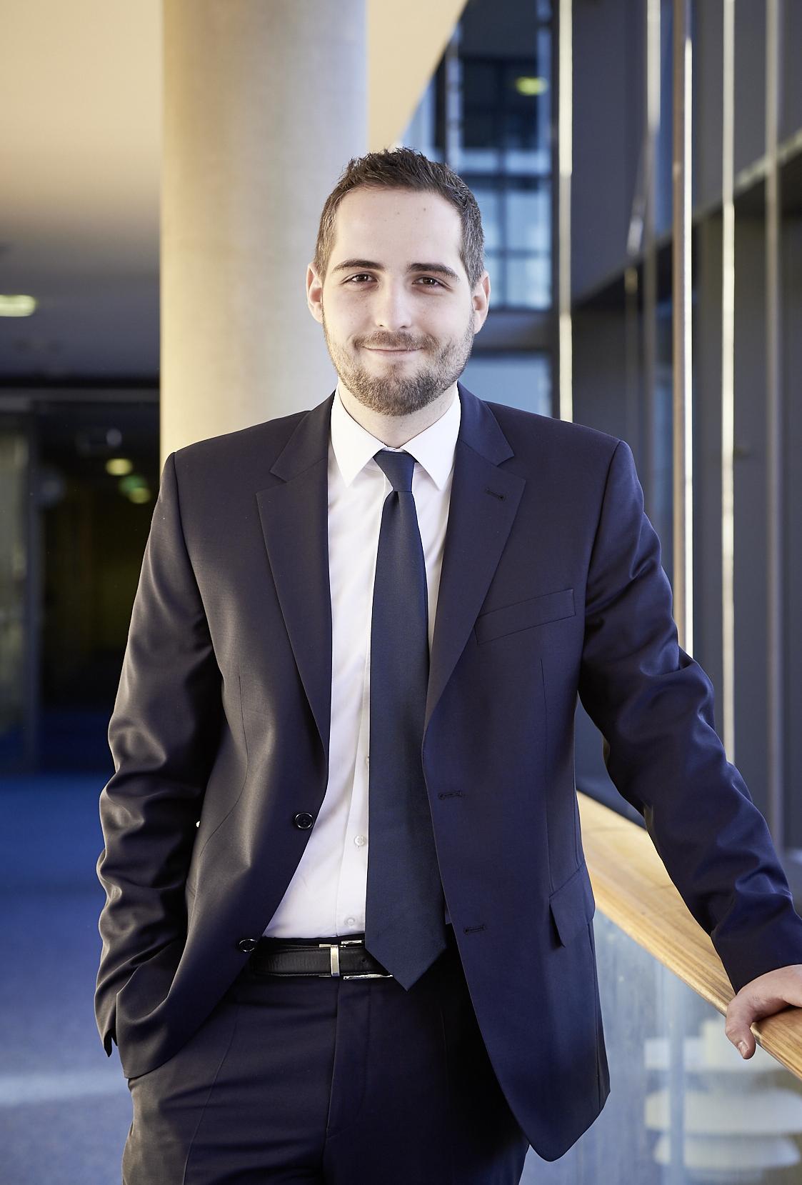 Dr. Bernhard Rossmann